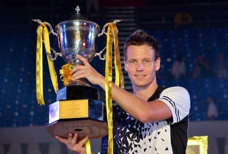 Tomas Berdych of the Czech Republic holds up the King's trophy after winning the 2015 World Tennis Thailand Championship in Hua Hin, Friday, Jan. 2.