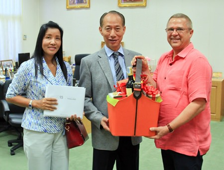general manager andre brulhart right and sukanya wongdornma left financial controller of the centara grand mirage beach resort pattaya paid a courtesy