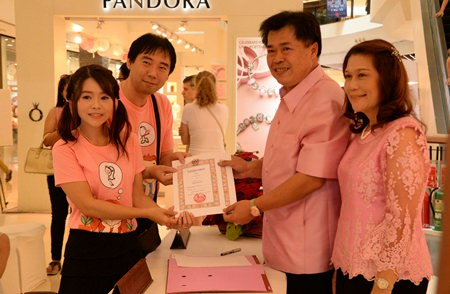One of the 9 couples who registered their marriage at Central Festival Pattaya Beach.