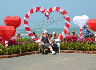 City hall has set up a Valentine's Day photo booth on Pattaya Beach.