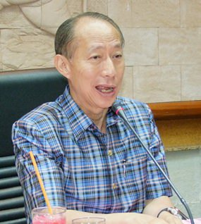 Governor Khomsan Ekachai says that the elevated highway between Muang District's Ban Suan and Ang Sila sub-districts should markedly reduce traffic congestion on surface streets there.