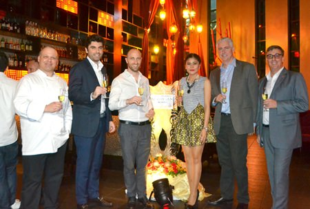 (L to R) Amari Pattaya Executive Chef Maurizio Susan; Siam Winery's Key Account Manager Francesco Neirotti; Australian Vintage Asia GM Nicolas Heretiguian; Mantra Restaurant PR Manager Benjamas Sitthi; Amari Pattaya GM Brendan Daly; and Amari Pattaya Resident Manager Richard Gamlin enjoy their evening.