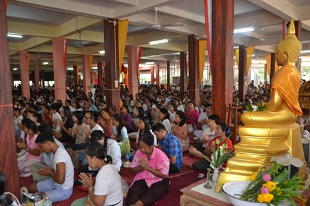 Boonsampan Temple began filling up with people making merit at 8 a.m.