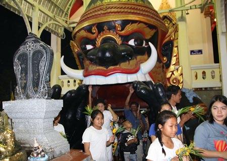 Making merit at Chong Samae San temple in Sattahip.