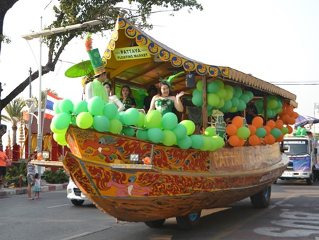 No one could fail to recognize the float from the Pattaya Floating Market.