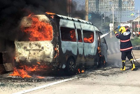 Five Nonthaburi tourists escaped harm when they fled their Toyota Commander moments before it was engulfed in flames after their day in Pattaya.