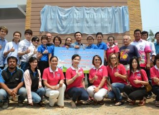 Chairwoman Praichit Jetapai led members of the YWCA Bangkok Pattaya Center to set up a mushroom farm at Pattaya School No. 5.