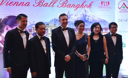 Ambassador Enno Drofenik and his lovely wife Juri (both middle) with honored guests from Thailand.