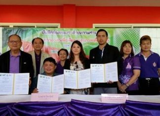 Nongprue Mayor Mai Chaiyanit (second left) and representatives from the Father Ray Center for Children with Special Needs, Pattaya Shooting Park, and the Mitmaitee Clinic sign a memorandum of understanding to regularly operate an equine-assisted therapy program.
