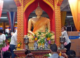 People pray to the Lord Buddha at Wat Boonsamphan on the most holy day on the Buddhist calendar.