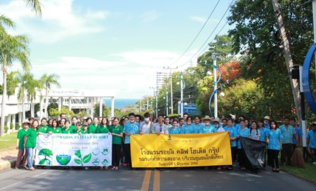 """Employees of the Royal Cliff Hotels Group took part in the """"Seven Billion Dreams. One Planet. Consume with Care"""" activity organized by city hall on World Environment Day 2015."""