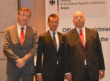 Honorary-Consul Rudolf Hofer (centre) with ambassador H.E. Enno Drofenik (left) and ambassador H.E. Rolf Schulze (right).