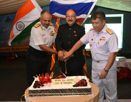 (L to R) Rear Adm. Ajendra Bahadur, commander of India's Eastern Fleet, HE Harsh Vardhan Shringla, Indian Ambassador to Thailand, and Vice Adm. Wipark NoiJinda, Commander of Sattahip Naval Base cut the cake together to welcome one and all to the party.