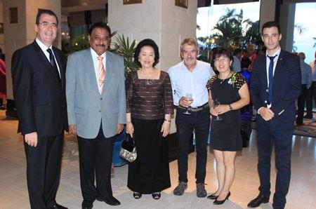 (L to R) Antonello Passa (GM Royal Cliff), Peter Malhotra (MD Pattaya Mail Media Group), Panga Vathanakul (MD Royal Cliff Hotels Group), Peter Cummins (wine connoisseur extraordinaire), Kim Snyder (Casa Pascal), and Hugo Acket (Vanichwathana (Bangkok) sales manager).