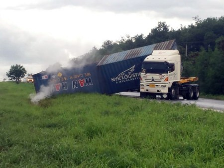 This Hino Motors truck, with a load of hydrogen peroxide, overturned on the rain-slicked highway, spilling some of the hydrogen peroxide on board which mixed with rain water creating a weak acid solution.