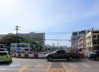 A roundabout was recently installed in the center of the Bunkanchanaram intersection with Pattaya Second Road, hoping to ease traffic and make the road safer.