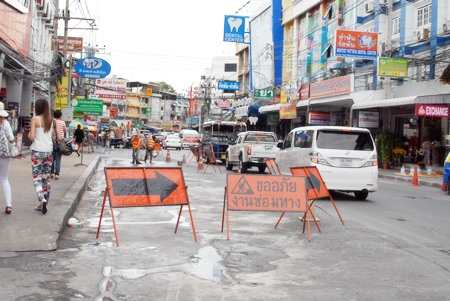 Contractors were put to work repairing a stretch of South Pattaya Road between Friendship Supermarket and Tuk Com.