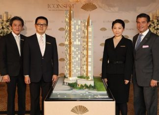 (L-R) Directors of ICONSIAM Superlux Residence Corporation Ltd., Thanawan Chaiwatana, Narong Chearavanont and Thippaporn Chearavanont Ahriyavraromp, pose with Richard Baker, Executive VP and Operations Director – Asia for Mandarin Oriental Hotel Group during the official sales announcement for the project.