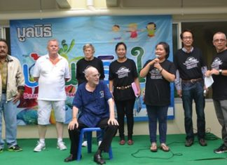Piangta Chumnoi (3rd right) director of Baan Jing Jai Foundation introduces her building committee and other volunteers. (l-r) MC Peter Malhotra, Gudmund Eiksund, Nancy Bendburn, Sunanta Kunnuta, Vutikorn Kamolchote, Jon Hans K. Nyvoll, chairman of the building committee. Seated is respected elder John Haerum.