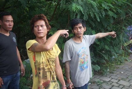 Sampao Hinart and Wittaya Saramul point to the area where they murdered Pongsak Polsriratch.