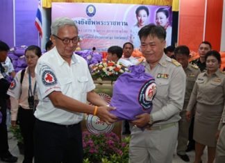 Representing HRH Princess Soamsawalee, foundation Vice President Apai Jantanajulka presents emergency supplies to Banglamung District Chief Chakorn Kanjawattana which will go to flood victims in Pattaya.