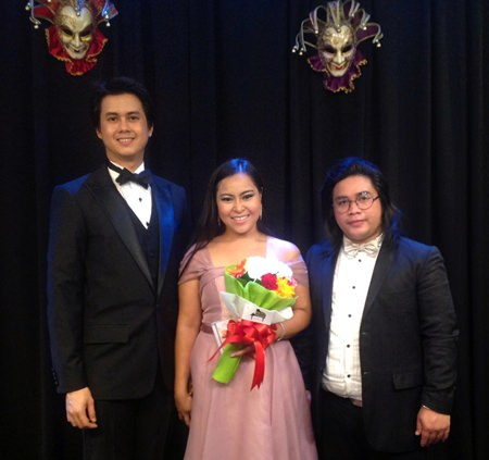 (L to R) Ittinat Seeboonruang (baritone), Pimluk Vessawasdi (lyric soprano) and Morakot Cherdchoo-ngarn (piano) pose on stage at Ben's Theater in Jomtien, Pattaya. (Photo/Ben Hansen)