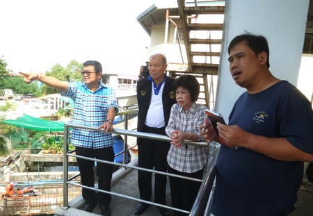 Deputy Mayor Verawat Khakhay (left) escorts Councilman Banlue Kullavanitjaya and other council members to the Naklua Canal to inspect two water pumps there, both found to be in need of replacement parts.
