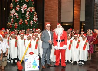 Amari Orchid Resort & Tower Resident Manager Richard Gamlin and special guest Santa Claus treat children to their annual Christmas Tree Lighting.