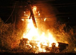 22-year-old Kittisak Karutngam was lucky to escape with his life when his speeding vehicle crashed into an electric pole and burst into flames.