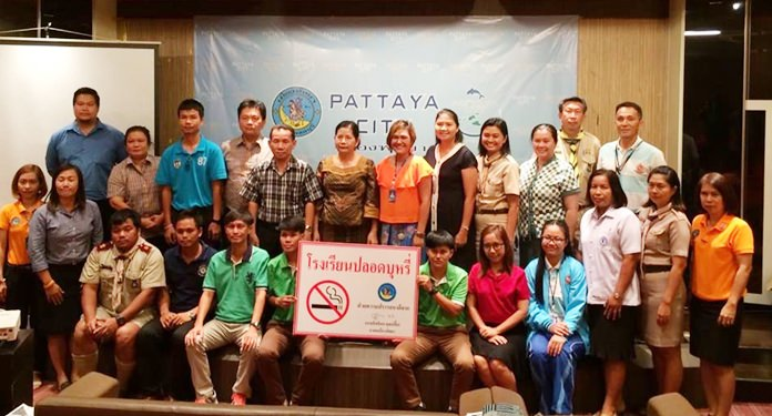 "Public Health Department Director Supaporn Cherdchaiyapumi handed out ""Smoke-Free"" signs to 30 instructors and administrators of Pattaya public and private schools at city hall."