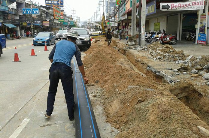 Workers have been replacing old water pipes along Thepprasit Road with new, larger ones.