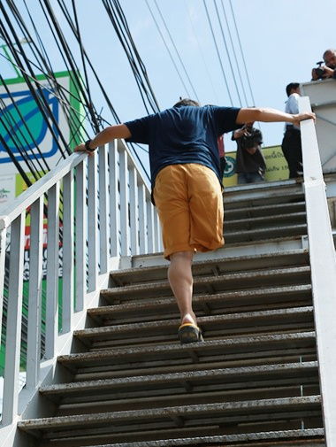 While he can use both hands to help him climb the stairs, where are his crutches?