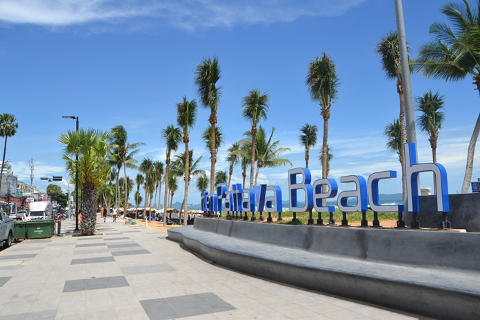 The transformation of Jomtien Beach continues with Pattaya City Hall planting more than 50 palm trees to beautify the shoreline.