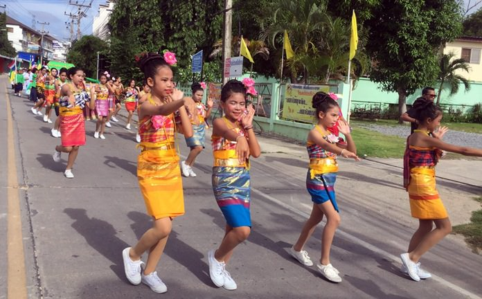 Young dancers perform in the candle parade from Sawangboriboon School to Wat Sutthawat in Nongprue.