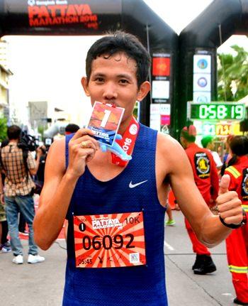 Thailand's Natawat In-oom celebrates after winning the men's quarter marathon.