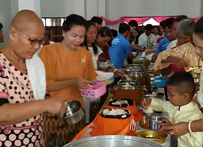 Tak Baht activities took place in the morning.