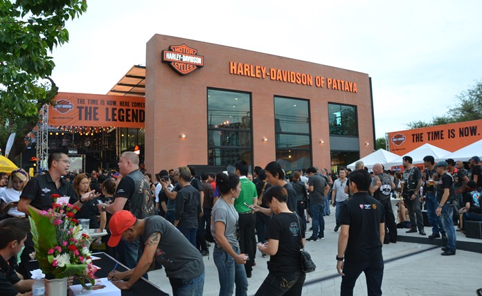 The new Harley-Davidson dealership in Pattaya marks the 229th branch in the world. The shop is located on Sukhumvit Road, just before the Pattaya Floating Market.