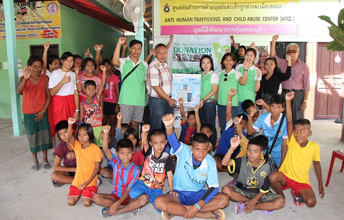 Bartercard Managing Director Raevadee Wattanurak donate household items and goods worth over 100,000 baht to the Baan Kru Ja Foundation.