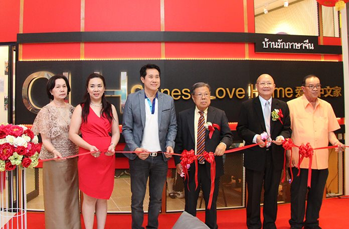 Officials cut the ribbon to open the new Chinese-language learning center in Pattaya's Harbor Mall.