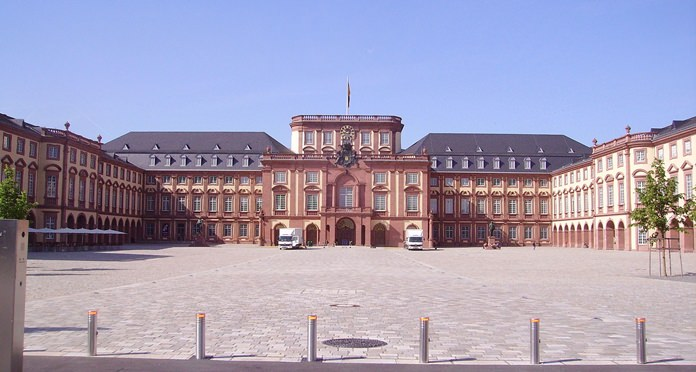The courtyard at the Palace of Mannheim. (Photo/Immanuel Giel)