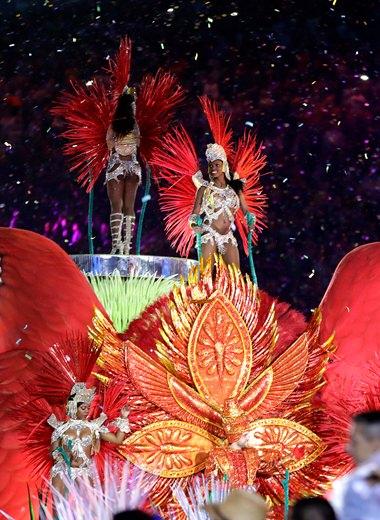 Samba dancers perform during the closing ceremony in the Maracana stadium in Rio de Janeiro, Sunday, Aug. 21. (AP Photo/David Goldman)