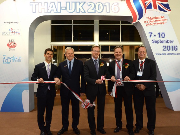(L to R): Justin Pau, Bangkok Exhibition Services; Paul March, Overseas Exhibition Services; H.E. Brian Davidson, British Ambassador; Simon Matthews, BCCT Chairman; and Greg Watkins, BCCT Executive Director formally open the Thai-UK 2016 exhibition at BITEC.