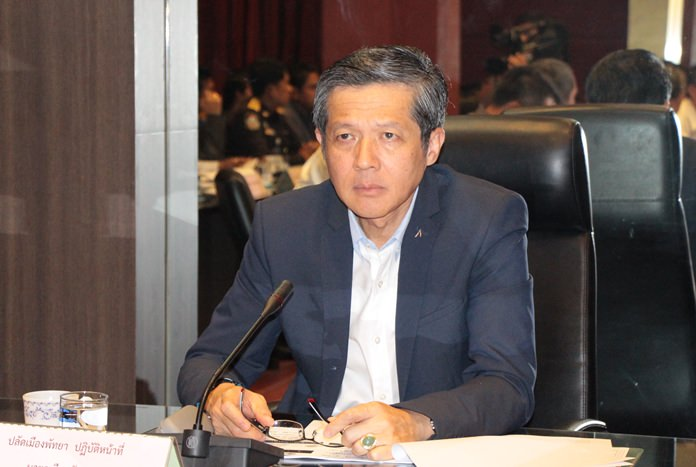 Acting Mayor Chanapong Sriviset chairs a recent meeting where all facets of Pattaya's traffic problems were brought up.