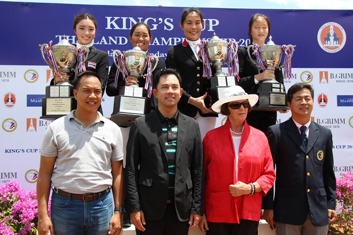 The four King's Cup trophy winners, Rawischa Vechakorn, Jaruporn Sompichart, Areenata Cahwathanon and Patcha Sawatkijthanrong (standing rear) pose with officials and dignitaries at the conclusion of the King's Cup Thailand Equestrian Championships 2016, held at Thai Polo & Equestrian Club in Pattaya, Sept. 18.