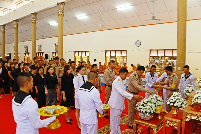 Hundreds of Sattahip residents, navy personnel, police and students offer their final wishes and prayers for HM King Bhumibol Adulyadej.