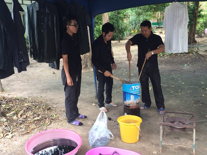Banglamung's Non-Formal Education Center is offering free clothes-dyeing lessons.