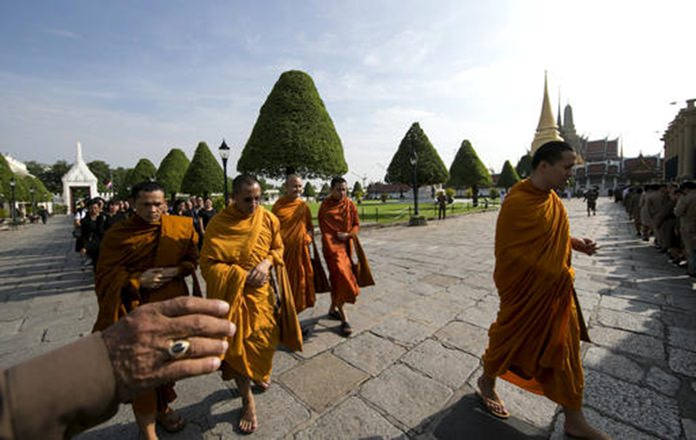 Buddhist monks and Thais line up to offer condolences for HM King Bhumibol Adulyadej at Grand Palace in Bangkok.