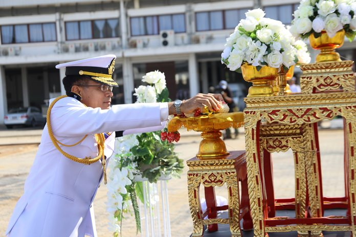 Vice Adm. Sutthinant Sakulpuchapong, commander of the Naval Engineering Command and director of Phra Chulachomklao Naval Repair Station, pays tribute to His Majesty the late King.