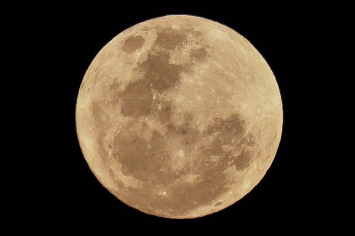 """Either by coincidence or holy / royal intervention, this year's full moon was a """"Super Moon"""", a designation given to the phenomenon when the moon and earth's orbits are closest. Monday's super moon was the biggest in recent memory, with the moon looking at least 14% larger than normal."""
