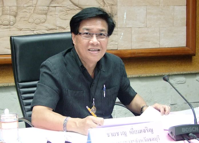 Deputy Gov. Chaichan Eimcharoen chairs a meeting with top Chonburi officials telling provincial bureaucrats to quickly prepare plans to spend the money they've been allocated by the Cabinet.